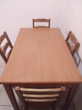 Photo ..... WOOD KITCHEN TABLE. .... - $60 (Bakersfield)