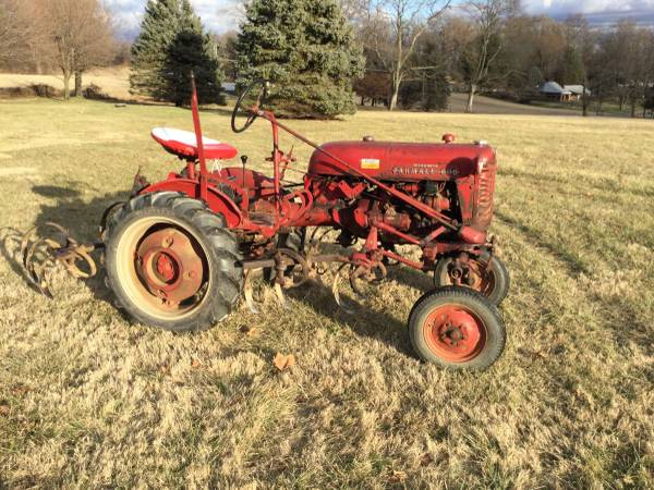 Photo 1955 Farmall Cub Tractor with cultivators fasthitch - $3200 (Shrewsbury Pa)