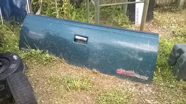 Photo 1988-98 Chevy GMC TAILGATE GREEN - $100 (Middle River)