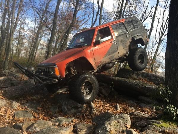 Photo 1992 Jeep Cherokee Rock Crawler - $2400 (Arbutus)
