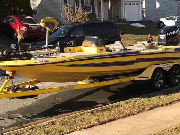 Photo 1997 BassCat Jaguar 20 foot boat and trailer - $12,500 (SYKESVILLE)