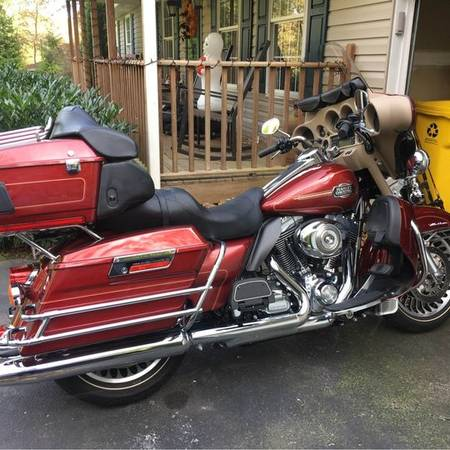 Photo 2009 Harley Davidson FLHTCU Electra Glide Ultra Classic 2700 miles - $12,150 (COLUMBIA)