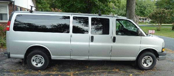 Photo 2010 Chevrolet Express 3500 Passenger LT Extended Length Van Chevy - $11,995 (Essex)