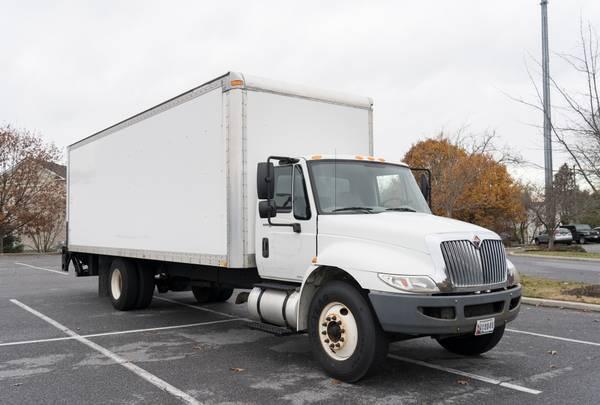 Photo 2013 International 4300 26 Foot Box truck liftgate - $18900