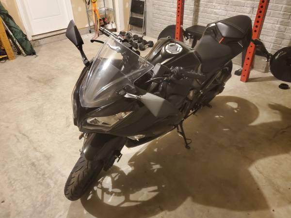 Photo 2015 Kawasaki Ninja 300 - $4,000 (Glen Burnie)