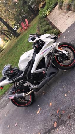 Photo 2k mile Suzuki GSXR 750 - $7,800 (Mount airy)
