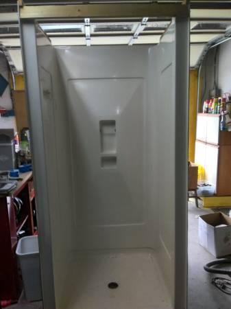 Photo 36quot Fiber glass shower with glass doors - $500 (parkville)