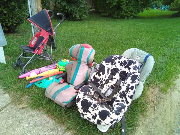 Photo 3 cars seats and stroller (Baltimore)