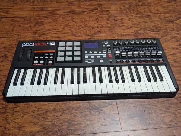 Photo Akai MPK49 MIDI Keyboard - $250 (baltimore)