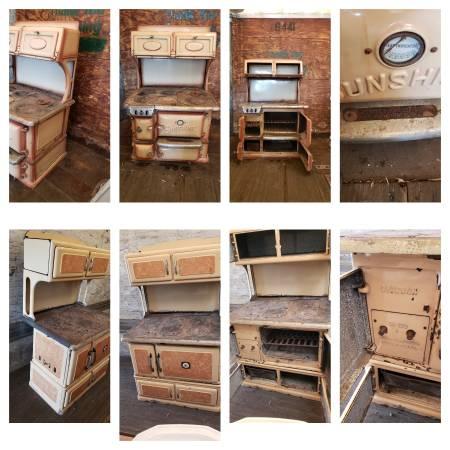 Photo Antique Cast Iron Stove Oven - $800 (Scranton Pa)