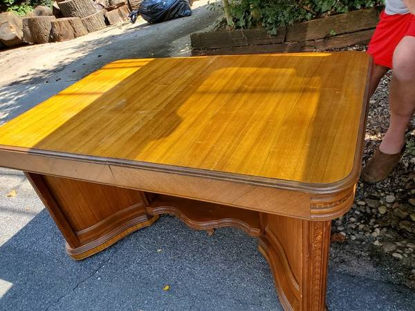 Photo Art Deco Butterfly Table-PRICE REDUCED - $150 (Colesville)