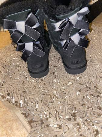 Photo Black Bailey 2 now uggs women size 6 - $130 (Pikesville)