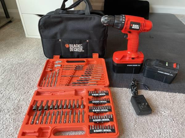 Photo Black  Decker 24v Drill w 2 Batteries and Bit Set - $20 (Brooklyn)