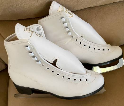 Photo Brand NEW women39s ice skates - size 8 - $20 (Towson)