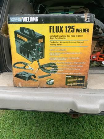 Photo Chicago electric Flux 125 Welder - $120 (Reisterstown)