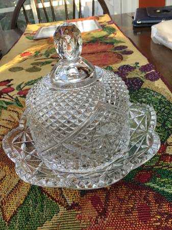 Photo Collectible Avon butter dish, glass china, dishes - $5 (Catonsville)