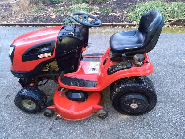 Photo Craftsman Lawn Tractor with Snow Plow - $550 (Towson)