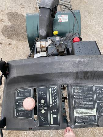 Photo Craftsman Snow Blower 28 in - $375 (Westminster)