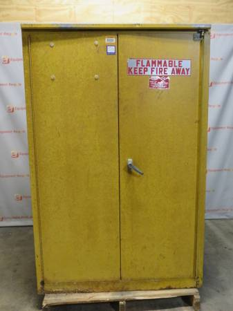 Photo Eagle 1945 Flammable 45 Gallon Storage Cabinet - $450 (Rodsedale)