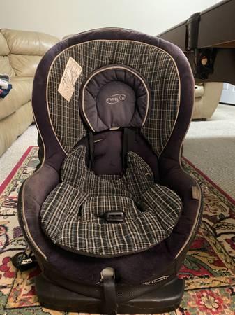 Photo EvenFlo car seat - $30