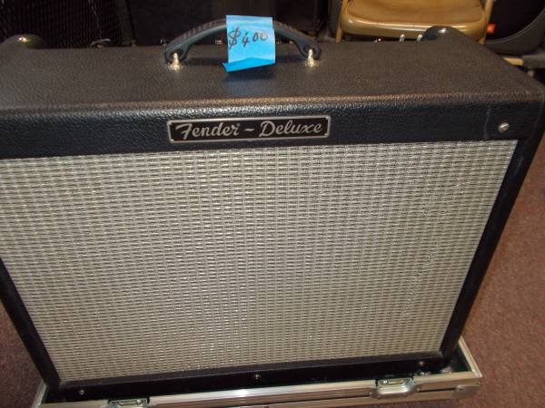 Photo FENDER DELUXE TUBE AMP W METAL ROAD CASE NOT WORKING - $250 (WHITE MARSH)
