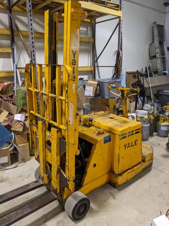 Photo Forklift, electric, walk-behind - $900 (Dover)