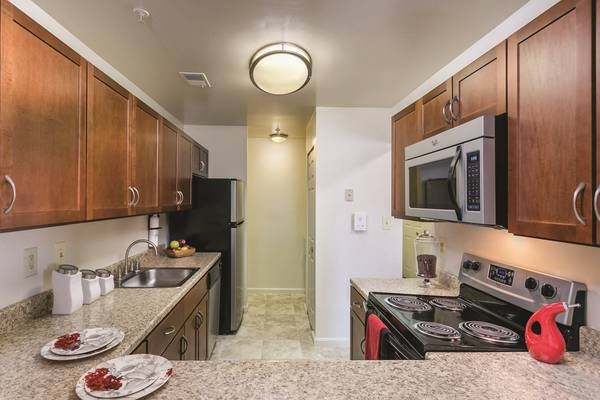 Photo In-Home Full Size Washer  Dryer, Separate Den Or Office, Dog Park