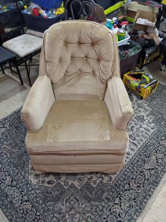 Photo Incredibly comfortable Sofa Chair - $15 (Forest Hill)