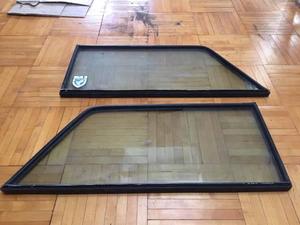 Photo Jeep Wagoneer Rear windows - $50 (Baltimore)