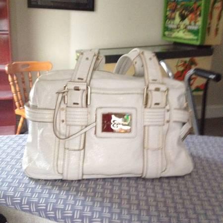 Photo Jessica Simpson white Handbag or Pocketbook - $15 (Mt Vernon)