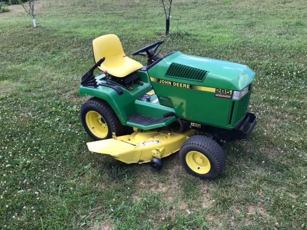 Photo John Deere 285 Lawn  Garden Tractor W 50 Deck - $1,500 (Manchester, Md)