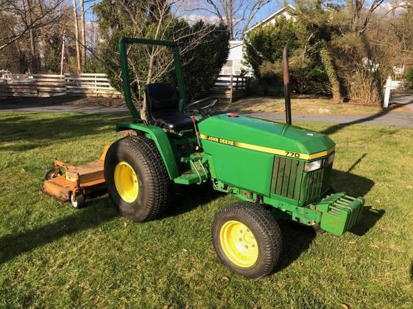 Photo John Deere 770 Compact tractor - $6500 (Monkton)