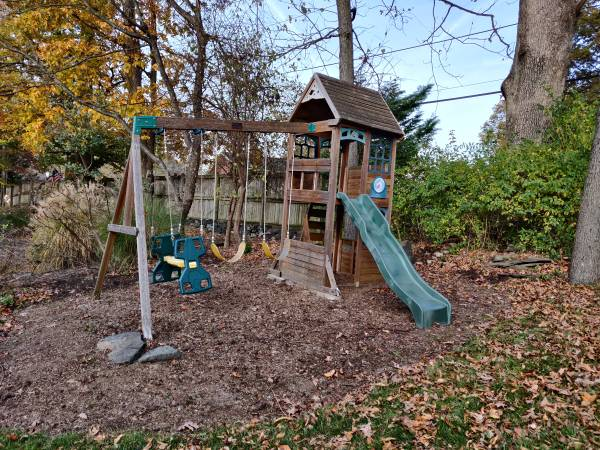 Photo Kids playground set - $100 (Forest Hill)