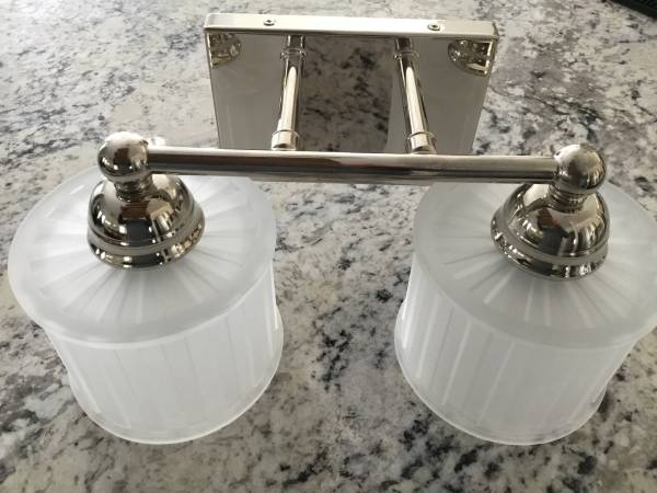 Photo Lighting wall mounted bathroom - $25 (Fulton)
