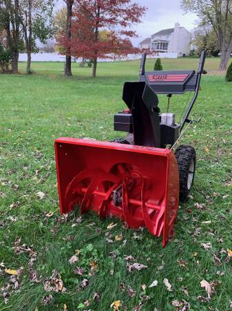 Photo MTD 26quot 357CC8hp two stage snow blower - $350 (Howard County)