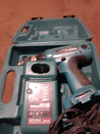 Photo Makita cordless drilldewalt grinder - $20 (Baltimore)
