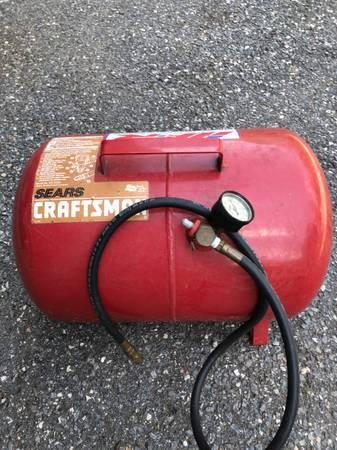 Photo Portable Air Tank - Craftsman (Hstead)