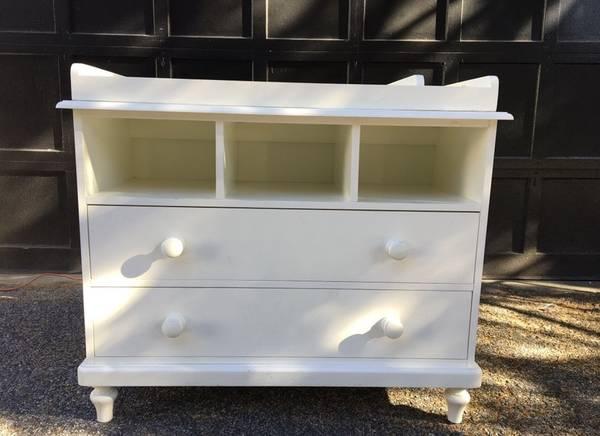 Photo Pottery Barn Kids Dresser with Detachable Changing Table - $200 (Baltimore)