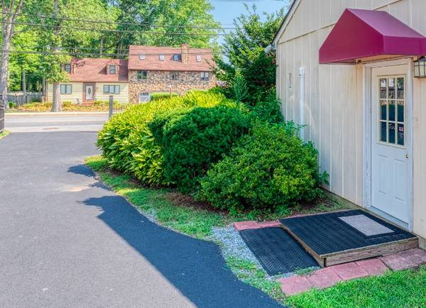 Photo Private Furnished Guest House (Util., Cable, WiFi, WashDryer) (Near Washington Baltimore Medical Center)