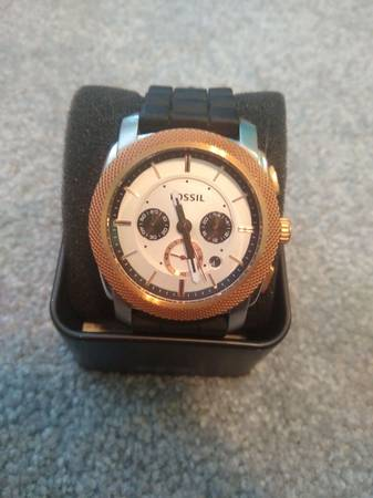 Photo Rose gold fossil watch - $50 (Bel Air)