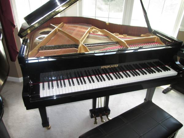 Photo STEINLAGER BABY GRAND PIANO EBONY - $3,695 (Forest Hill)