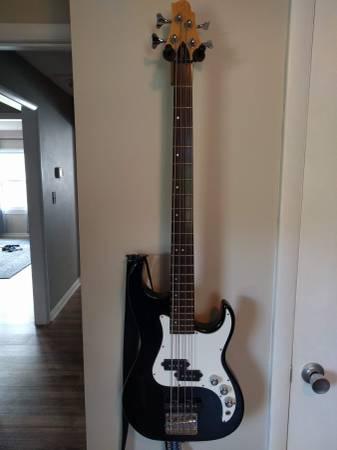 Photo Samick Greg Bennett Corsair Bass Guitar CR-13 - $120 (Forest Hill)