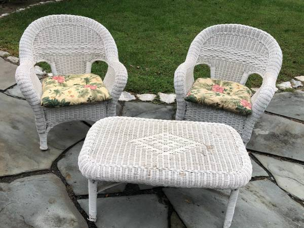 Photo Set of 2 White Wicker Chairs wMatching Table - $80 (Pasadena)