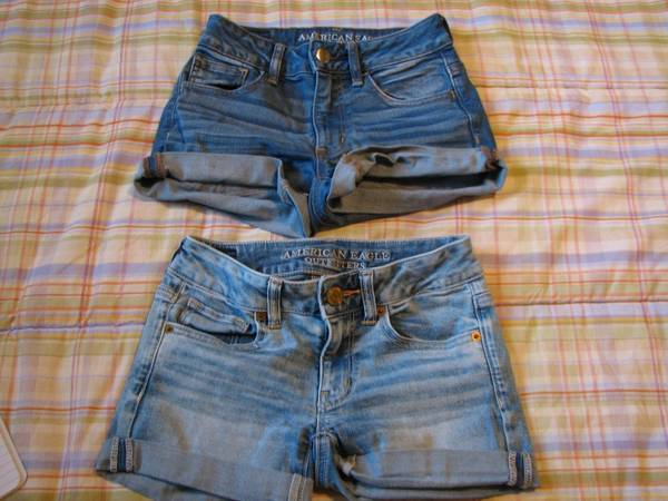 Photo Size 2 Women39s American Eagle Denim Shorts - Lot  245 - socmom - $10 (Ellicott City)