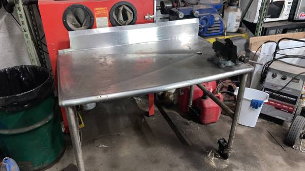 Photo Stainless steel work table with vice - $150 (Catonsville)