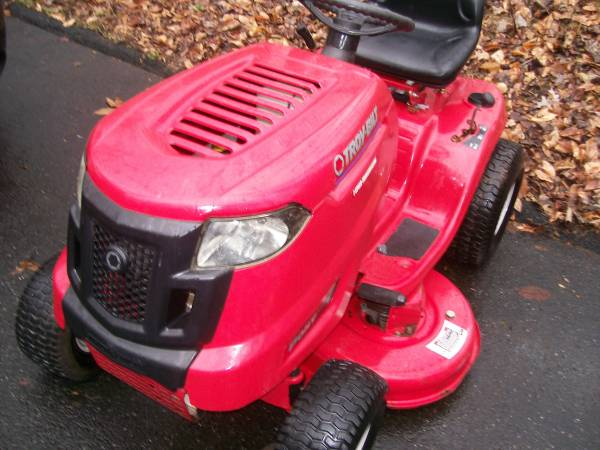 Photo TROY BUILT PONY RIDING LAWN MOWER TRACTOR - $600 (Bel Air)