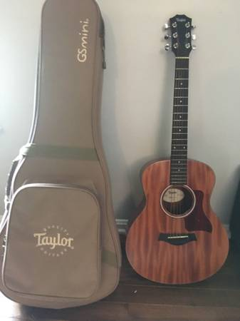 Photo Taylor GS Mini Mahogany w Gig Bag - $390