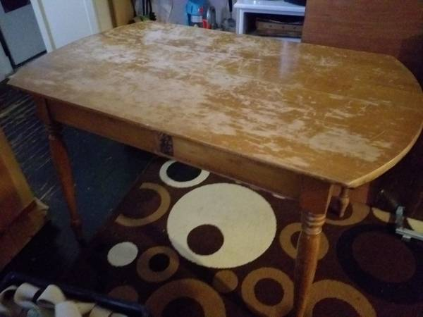 Photo Well-worn table (Baltimore)