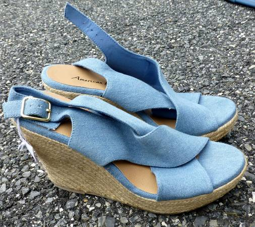 Photo Women39s American Eagle Blue Wedges - Size 9 - $7 (Rosedale, MD)