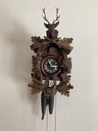 Photo cuckoo clock - $75 (bel air)